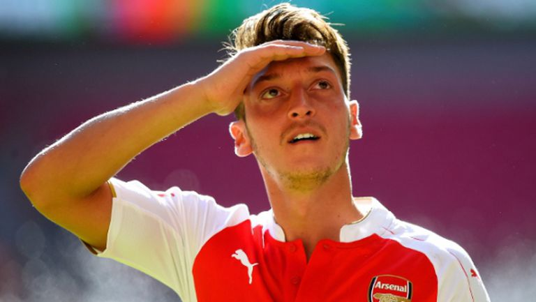 Йозил лично опроверга, че е поставил ултиматум и напуска Арсенал