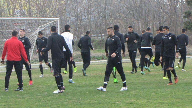Ясин Амрауи смени Мартин Райнов в групата на Локо (Пд) за мача с Левски