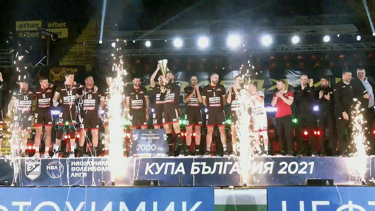 Нефтохимик пречупи Добруджа в петгеймова битка и вдигна купата на България по волейбол