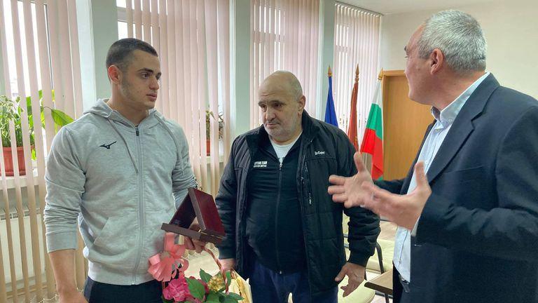 Кметът на Община Червен бряг поздрави европейския медалист по щанги Карлос Насар