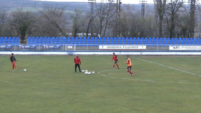 Локомотив (София) ще търси 3 точки в Радомир