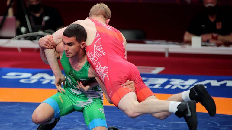 Двама българи стигнаха до схватки за медали в първия ден на EП по борба