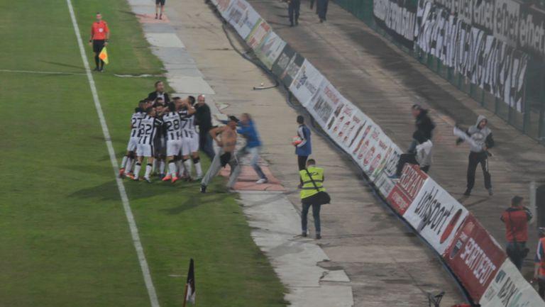 Смърфовете нахлуха след двата гола на Локо