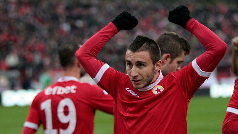Карачанаков подписва със Славия днес