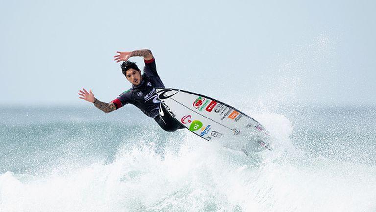 Бразилец и амерканка триумфираха в третия кръг от Световната Сърф Лига