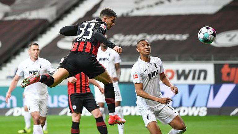 Айнтрахт се наложи срещу Аугсбург и е близо до Шампионска лига