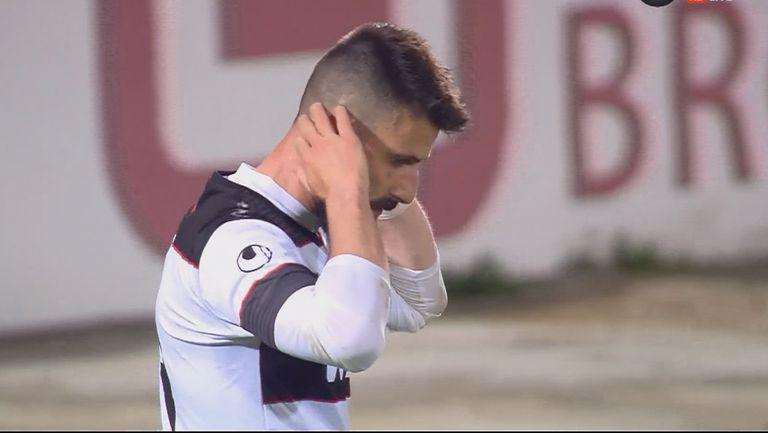 Димитър Илиев продължава да изумява с пропуските си! Той изпусна златен шанс да удвои аванса на Локомотив Пловдив срещу Левски