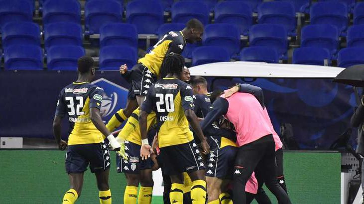 Монако подхлъзна десетима от Лион и достигна до 1/2-финала за Купата на Франция (видео)