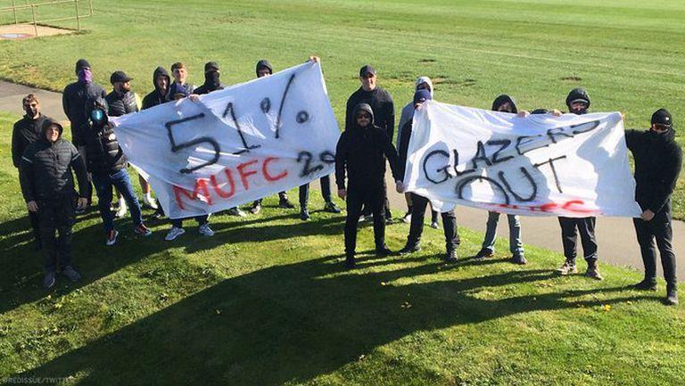 Феновете на Ман Юнайтед блокираха клубната база, искат 51% от акциите