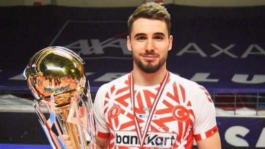 Феноменален Мартин Атанасов заби 30 точки и донесе титлата на Зиратбанк в Турция 🏐