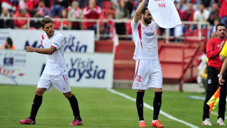 Севиля временно измести Валенсия след 2:0 над Райо