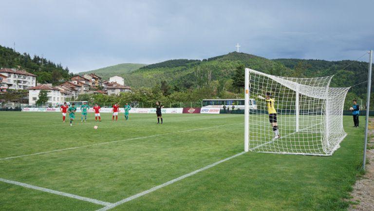 Пирин засили Ботев (Враца) към В група
