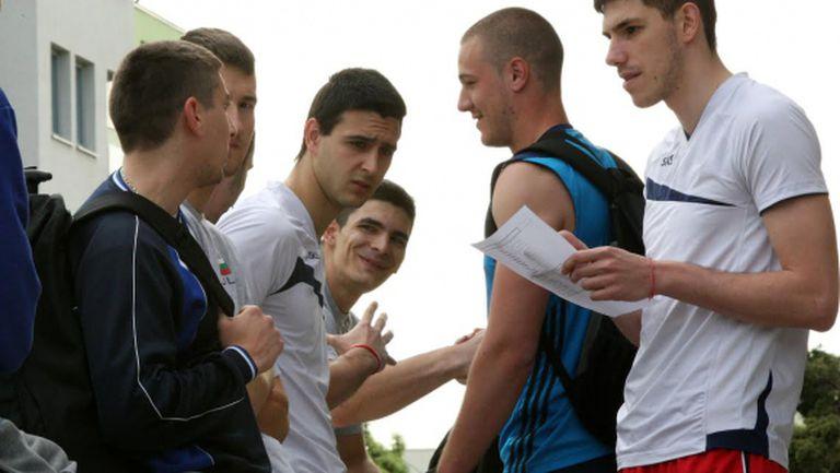 Много младоци на първата тренировка на националния отбор в София (ВИДЕО + СНИМКИ)