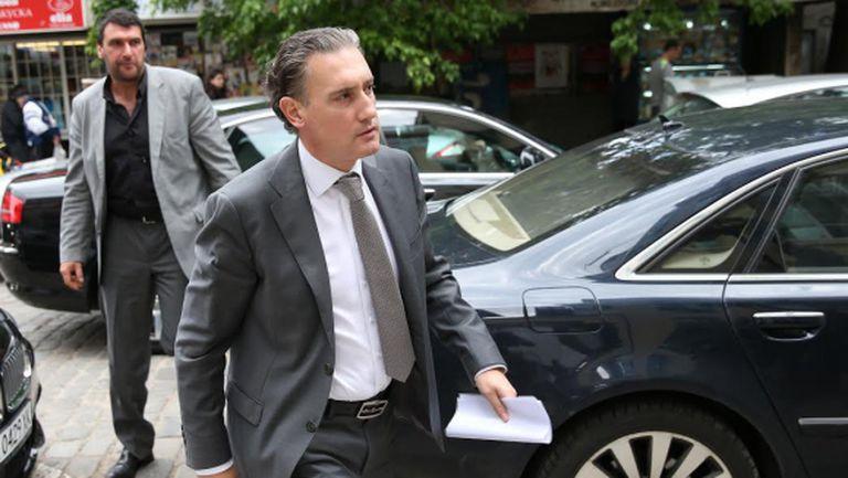 Кирил Домусчиев се извини на репортера, когото нарече олигофрен
