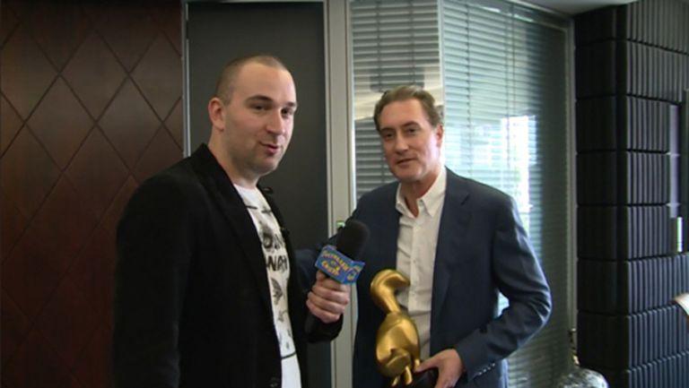 """Връчиха """"Златен скункс"""" на Кирил Домусчиев (видео)"""