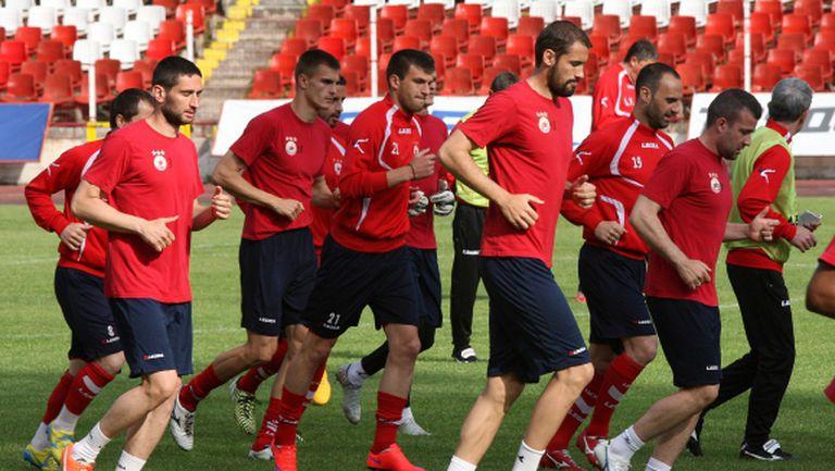 Изпълнителният директор на ЦСКА хвърли оставка и заяви: Дениз е готов да даде 2 милиона евро