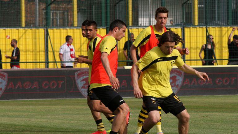 Ботев тренира по един път на ден за мача с Локо Сф