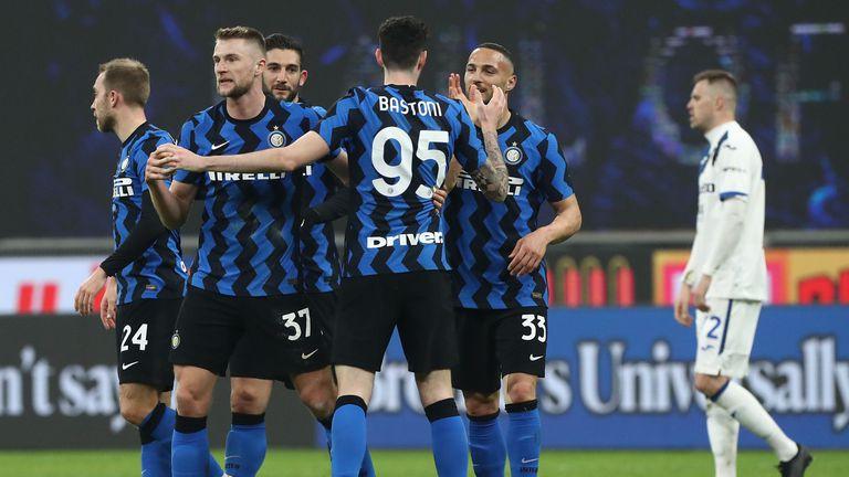 Чуждестранните национали на Интер получиха разрешение да се присъединят към отборите си, италианските чакат