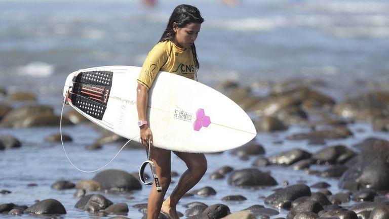 Почетоха загиналата от мълния сърфистка