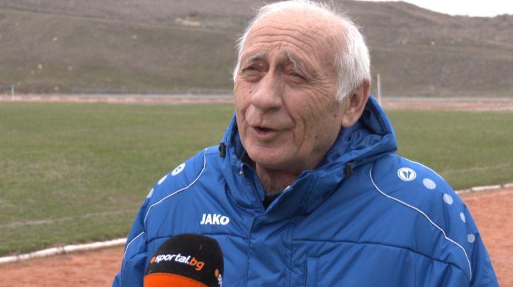 """Президентът на Левски нарече думите на бившия треньор на клуба """"небивалици"""", ще го съди"""