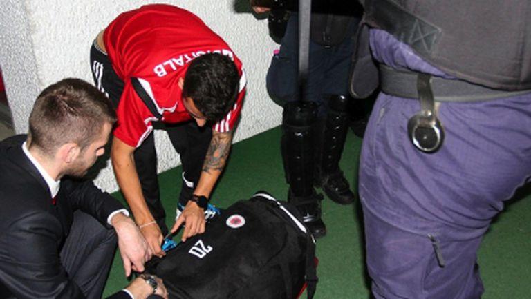 Сръбските власти търсят дистанционното за дрона в албанските футболисти (снимки)
