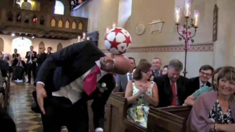 Вижте какво прави с топката този човек (видео)