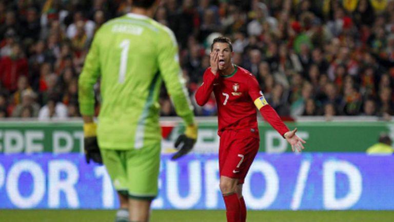 Вижте как Кристиано се подиграва на шведски футболист (видео)
