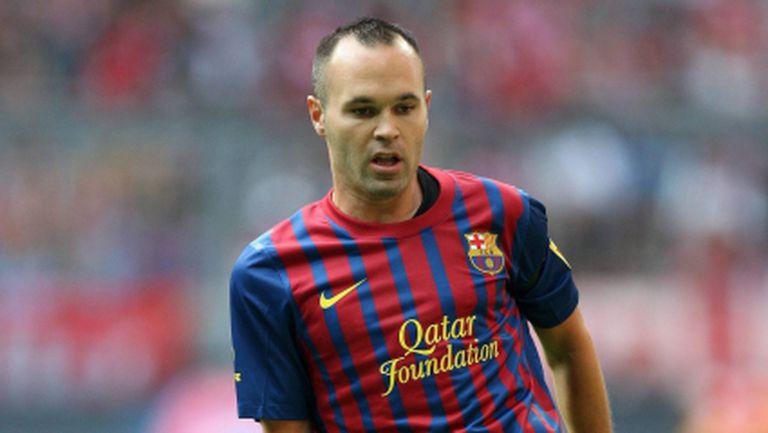 Андрес Иниеста ще си продължи договора с Барселона след Коледа