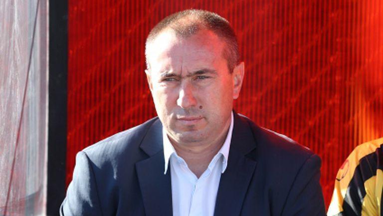Мъри Стоилов обясни защо Манолев няма да играе в Ботев