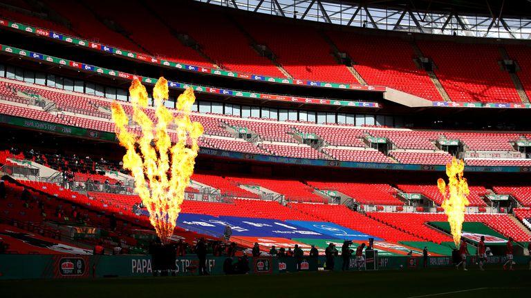Финалът Ман Сити - Тотнъм може да се играе пред фенове още през април