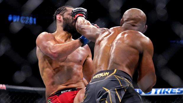 Триумфът на Камару Усман на UFC 261 🥊