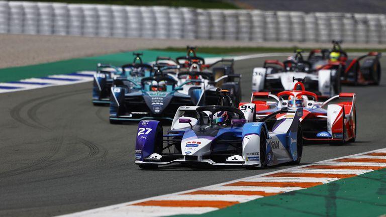 """Британец с първа победа във Формула Е след прекрасно каране на """"Рикардо Тормо"""""""