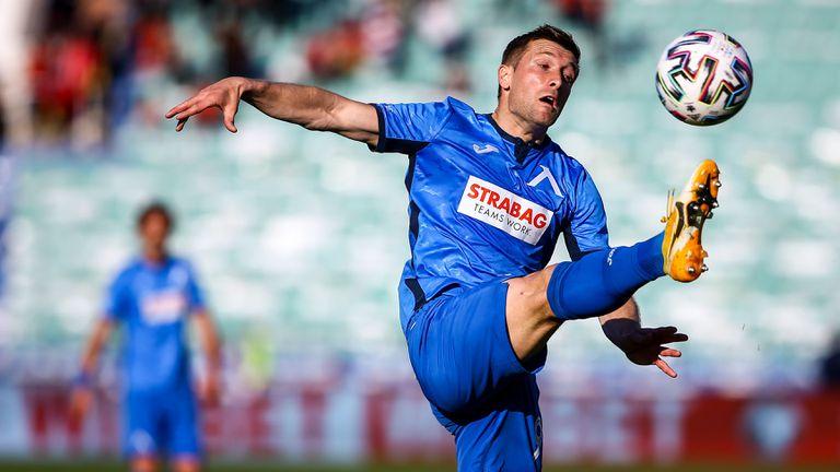 Микулич и Михайлович още са без отбори