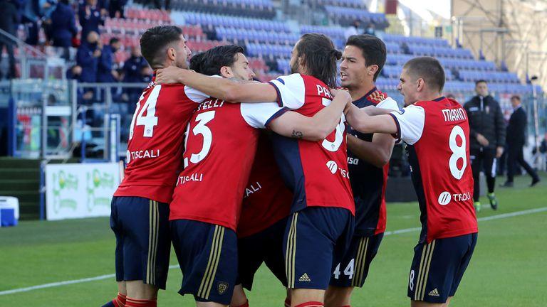 Каляри вкара три гола на Рома и вярва все по-силно в спасението (видео)