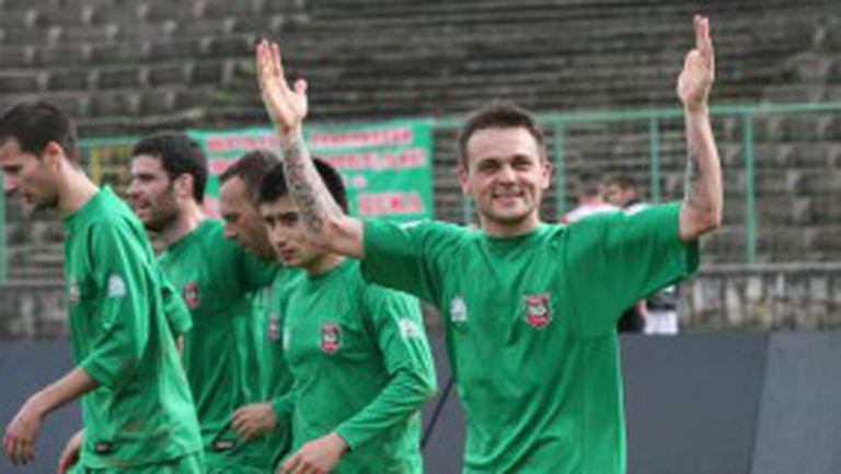 Няколко дузпи и отменен гол спасиха Ботев (Враца) срещу Етър