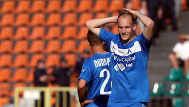 Утре решават дали ключов защитник на Левски ще играе срещу Лудогорец