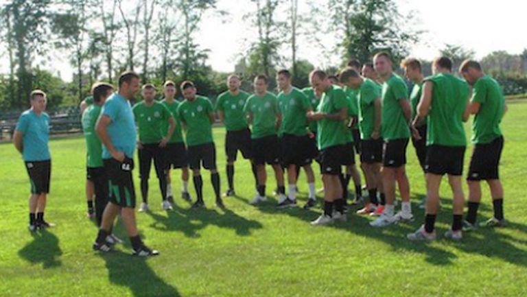 21 футболисти на Нефтохимик заминаха на подготвителен лагер в Казанлък