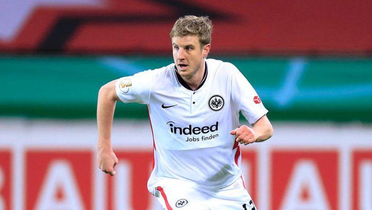 Защитник на Айнтрахт защити феновете, участвали в сблъсъци след мача с Байер (Л)