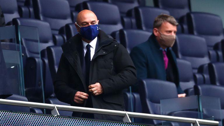 Тотнъм търси мениджър за неясното бъдеще на клуба