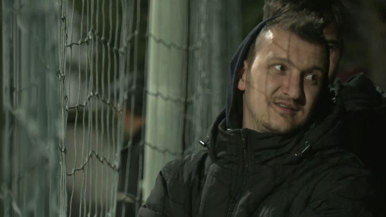 Контузеният Тодор Неделев наблюдава Ботев - Лудогорец