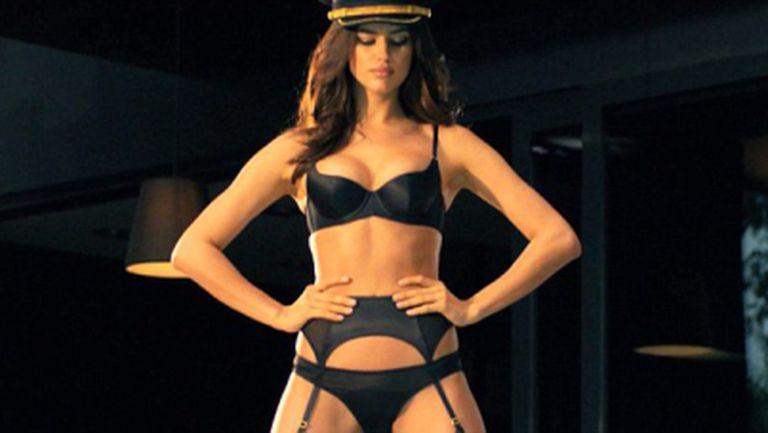 Ирина Шейк рекламира бельото на Пенелопе Круз (видео)