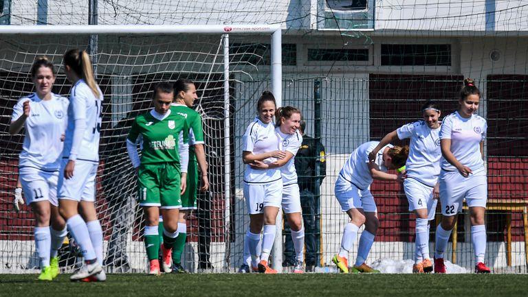 Центриране отдясно към Валентина Асенова завърши с втори гол за НСА