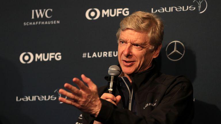 Натискът върху Крьонке се засилва, Венгер подкрепи продажбата на Арсенал и предложи помощ