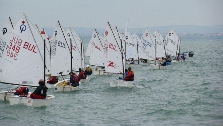 """Повече от 150 състезатели ще участват в международната регата """"Порт Бургас"""""""