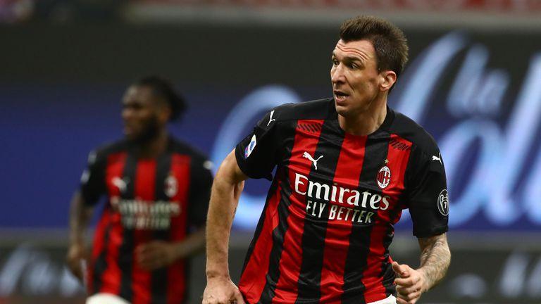 Манджукич има 10 мача да убеди Милан, че си заслужава