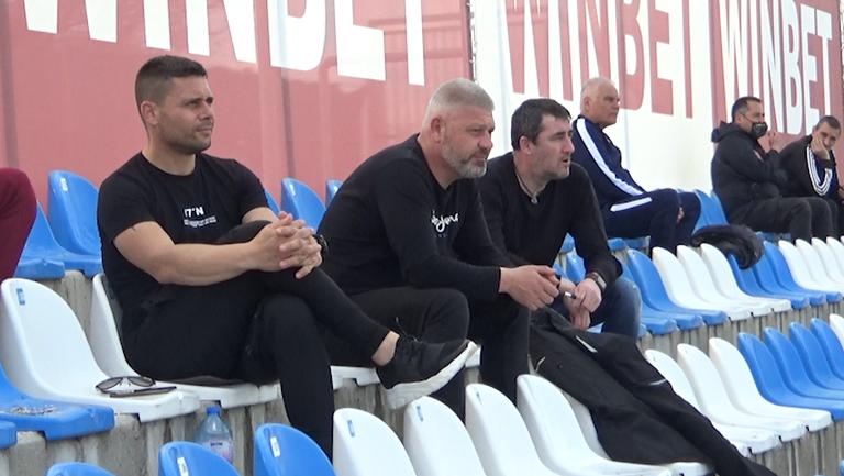 Селекционерът на младежкия национален отбор Александър Димитров наблюдава срещата в Драгалевци в компанията на Ивайло Йорданов и Явор Вълчинов