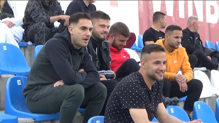 Футболистите на Левски Радослав и Борислав Цоневи и Матео Стаматов също наблюдават Септември (Сф) - Лудогорец 2
