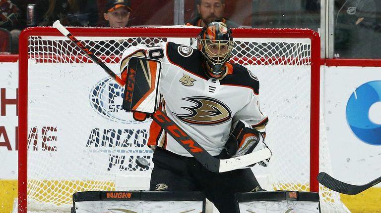 Вратарят на Анахайм прекратява кариерата си след края на сезона в НХЛ