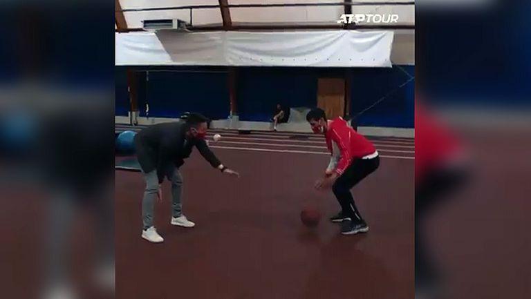 Джокович заигра баскетбол и предизвика звезда от НБА
