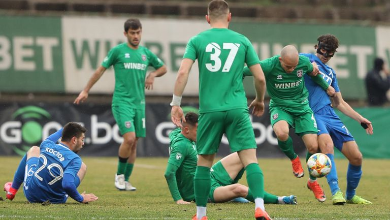 Левски разочарова във Враца срещу Ботев